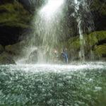 Scuber unter Wasserfall Traunfall